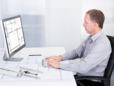 Man_at_computer.jpg